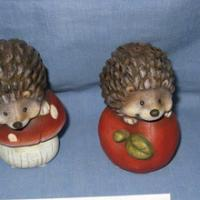hedgehog standing on apple&mushroom 2asst.